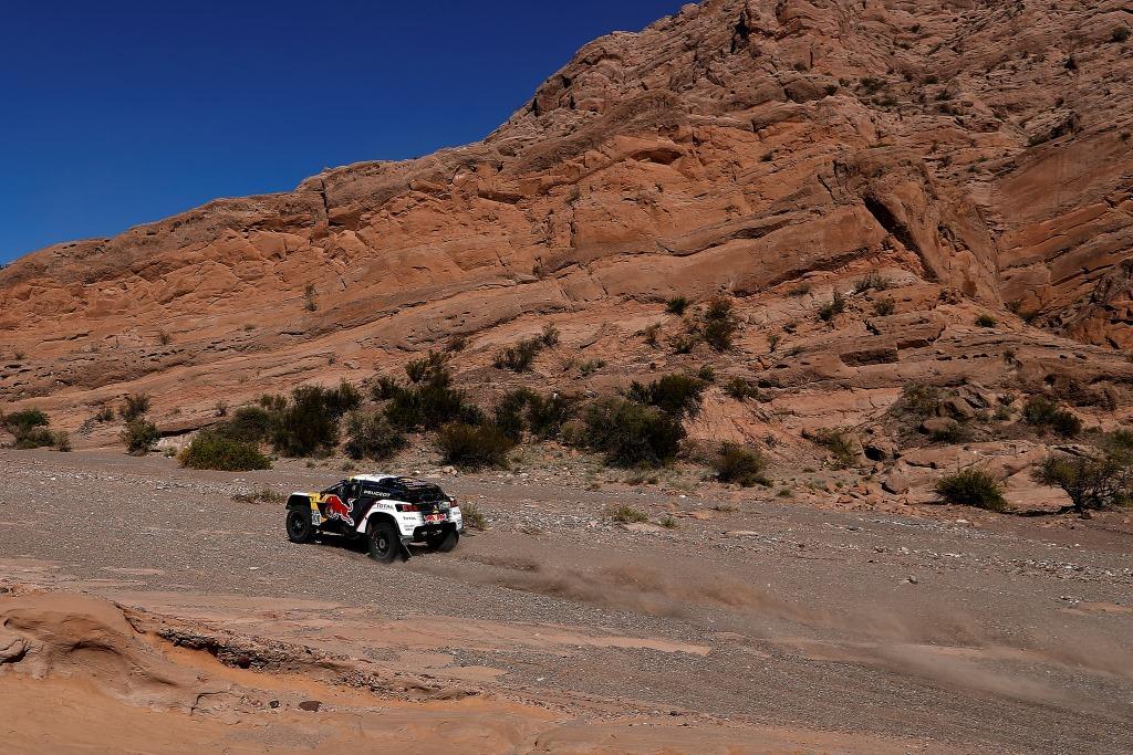 Po rušném dni dojely vozy PEUGEOT 3008DKR na 1., 2. a 3. místě