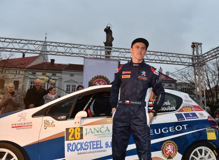 Premiérovým vítězem poháru se stal Simon Wagner
