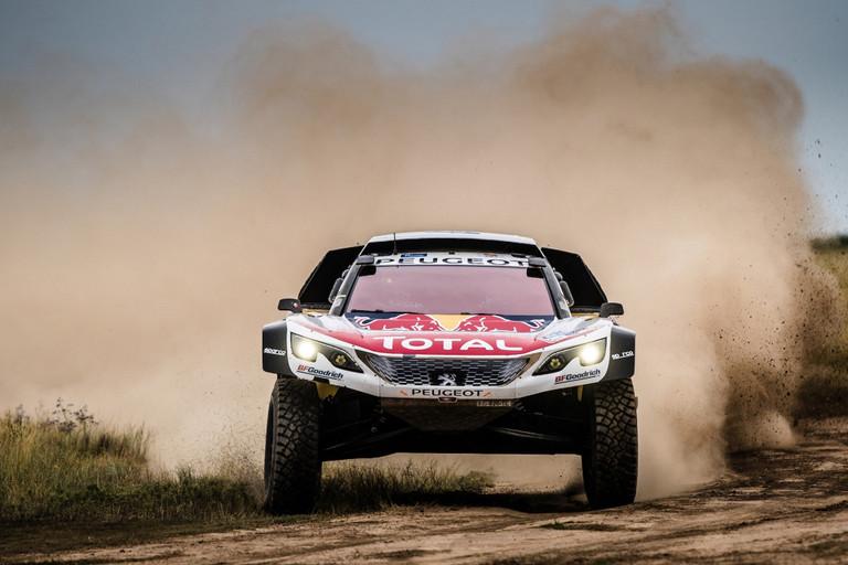Peugeot DKR Maxi: třetí vítězství v impozantním dnu čtvrté etapy