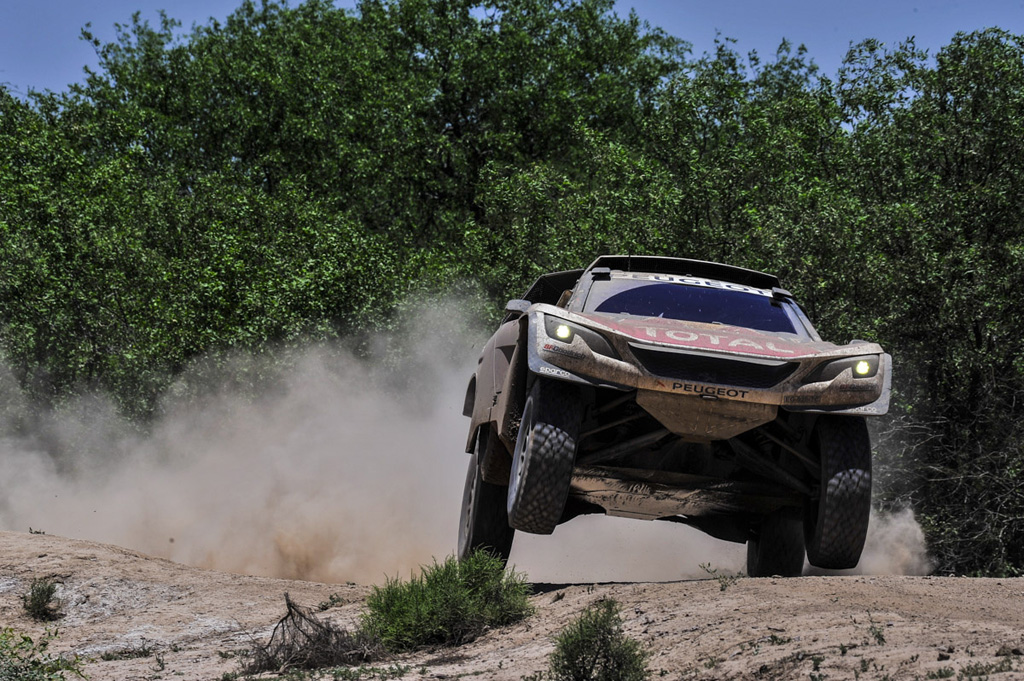 PEUGEOT 3008DKR zaznamenal na Dakaru první etapové vítězství