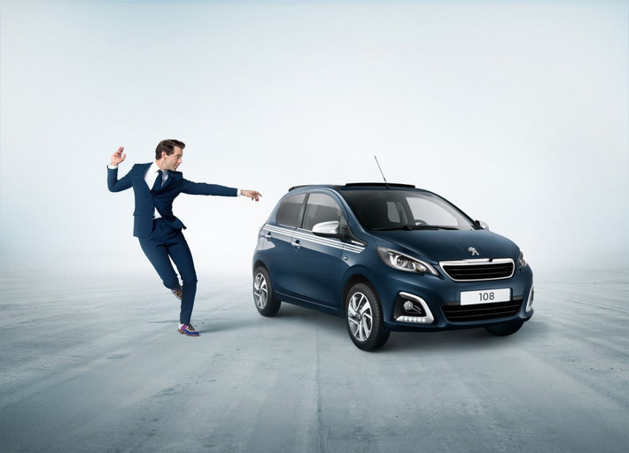Zpěvák Mika a Peugeot 108: originální partnerství