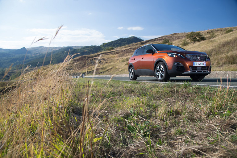 "Nový PEUGEOT 3008 SUV s prestížnym titulom ""Car of the Year 2017"""