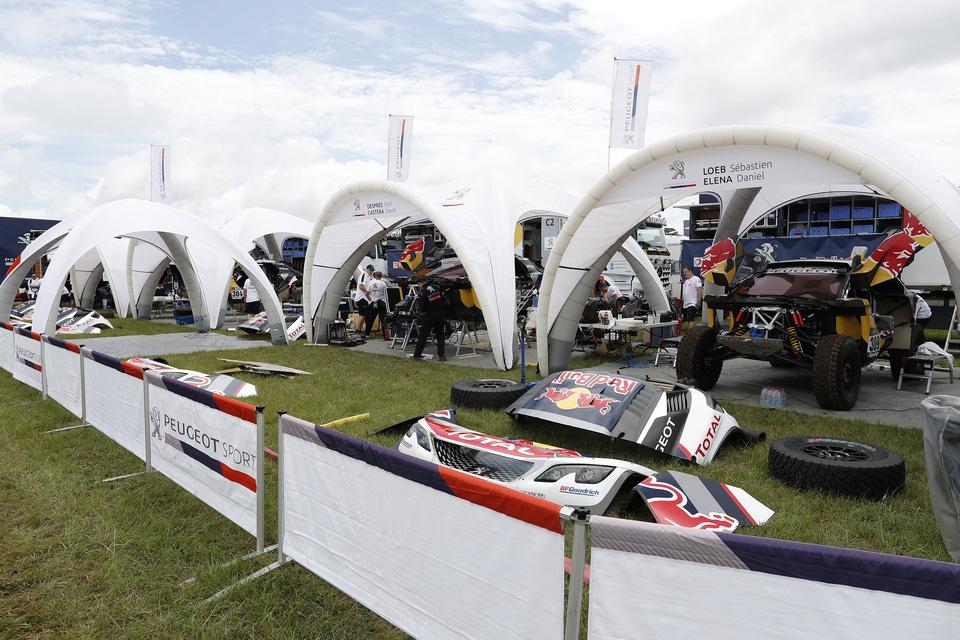 Čtyři vozy PEUGEOT 3008DKR jsou připravené k akci pro DAKAR 2017