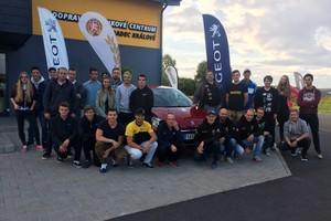 Kdo vyhraje v závodním voze Peugeot 208 R2