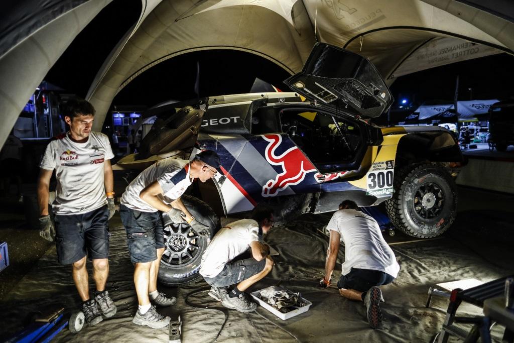 Vozy PEUGEOT 3008DKR si v Dakaru 2017 připsaly historické trojnásobné vítězství
